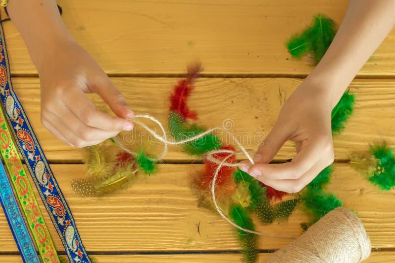 Herramientas y materiales para crear la joyería hecha a mano y la joyería a imágenes de archivo libres de regalías
