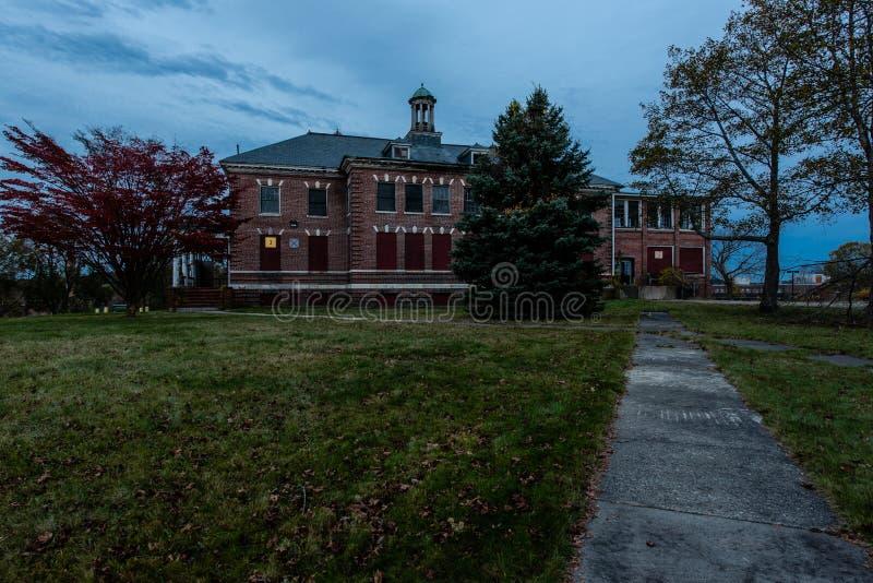 Herrelöst godsCodman byggnad - övergett Westboro tillståndssjukhus - Massachusetts arkivfoton