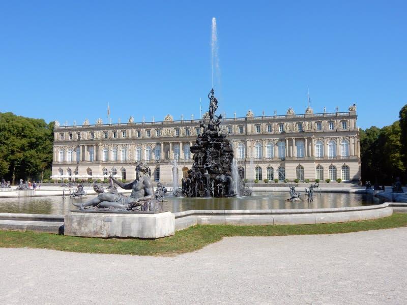 "Herrenchiemsee -巴法力亚凡尔赛†""德国王宫与fontains的 免版税库存图片"