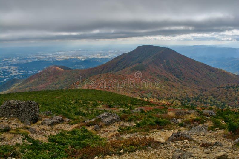 Herrliche Ansicht vom Berg stockfotos