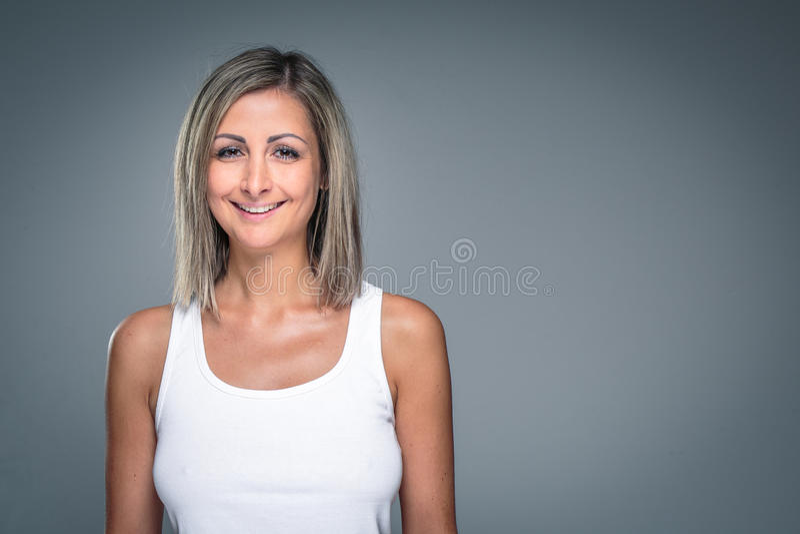 Herrliche junge Frau lizenzfreie stockfotos