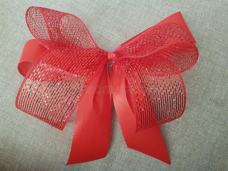 Herrliche rote Spitze, zum von Geschenkboxen zu verzieren stockfoto