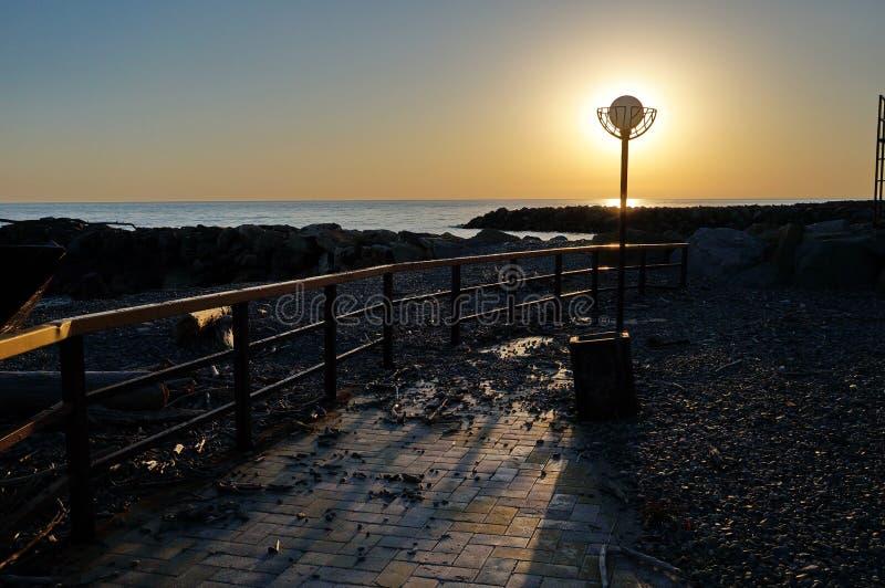 Herrliche Sonnenuntergänge des Schwarzen Meers! Unwirkliche Schönheit scheint, ein gewöhnliches Ereignis zu sein stockfotografie