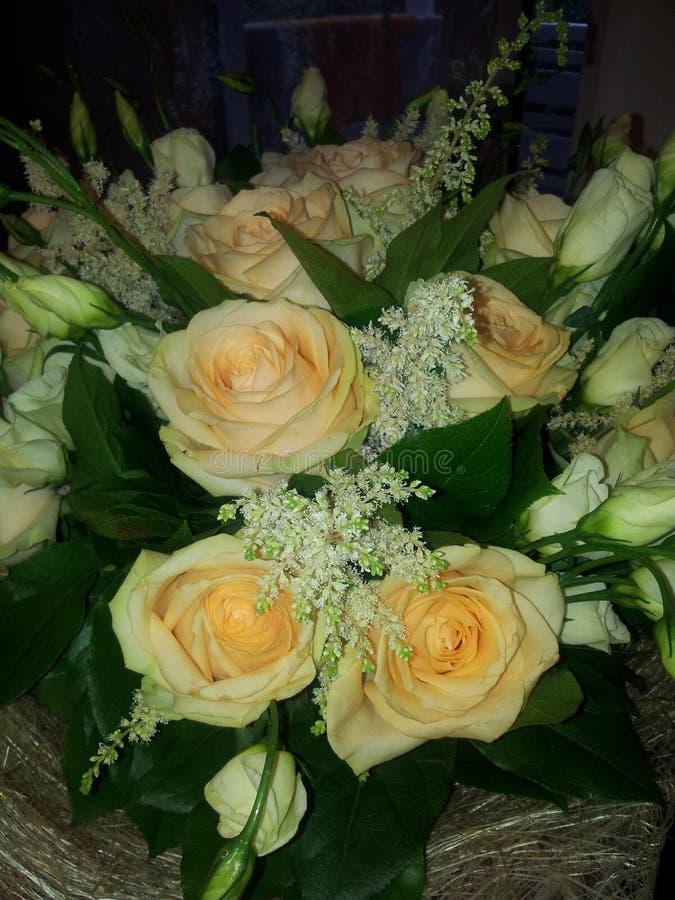 Herrlicher Blumenstrauß von Rosen stockbild
