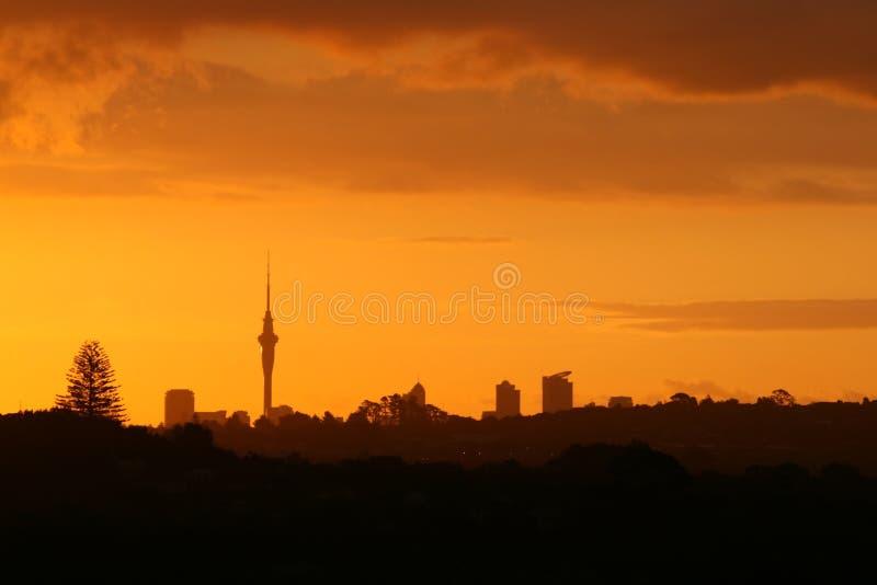 Herrlicher Sonnenuntergang über Auckland stockfotografie
