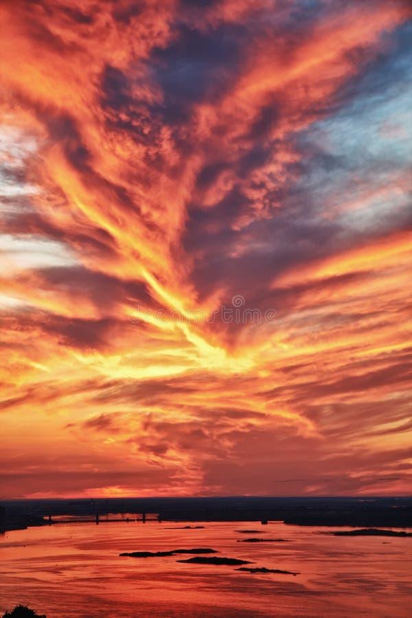 Herrlicher Sonnenunterganghimmel lizenzfreies stockfoto