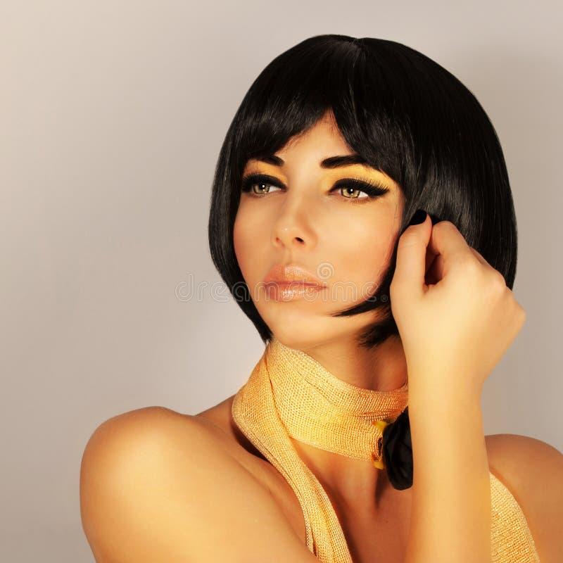 Herrlicher weiblicher Haarschnitt stockbild