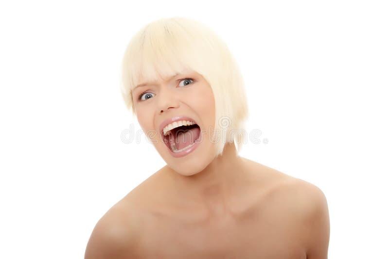 Herrliches blondes weibliches Schreien lizenzfreies stockfoto