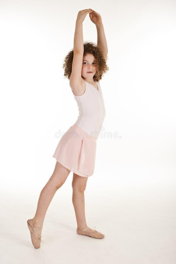 Herrliches kleines Mädchen im Studio lizenzfreie stockfotos