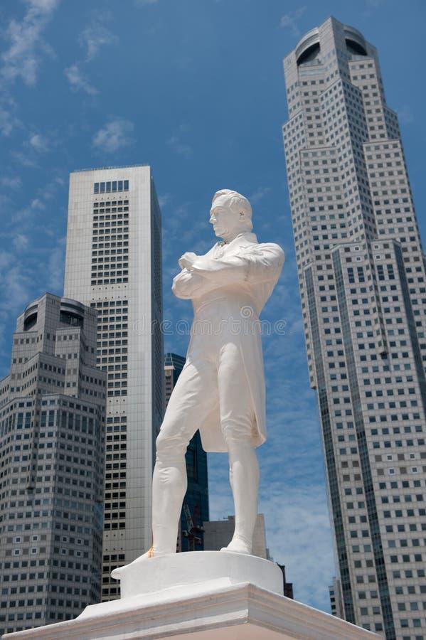 Herrnen Raffles statyn, Singapore royaltyfria bilder