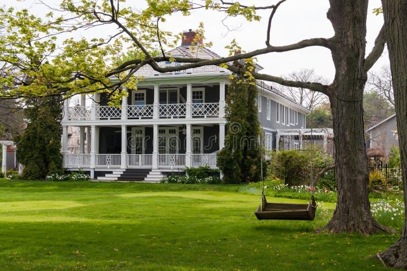 Herrschaftliches Anwesen mit Portal und Balkon lizenzfreie stockfotografie