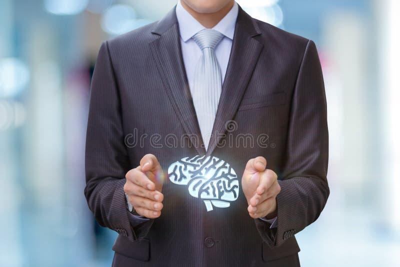 Hersenen in de handen van de zakenman royalty-vrije stock foto