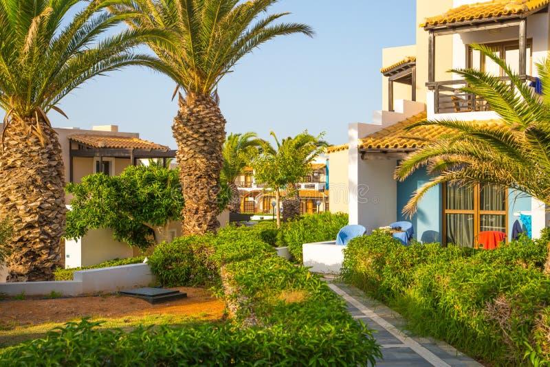 Hersonissos, Крит, гостиница Aldemar Knossos 5 звезд королевская с планом королевских вилл, surr деревн-стиля стоковые изображения rf