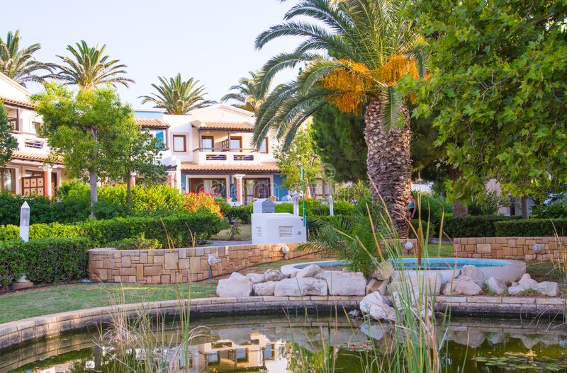 Hersonissos, Крит, гостиница Aldemar Knossos 5 звезд королевская с планом королевских вилл, surr деревн-стиля стоковое фото