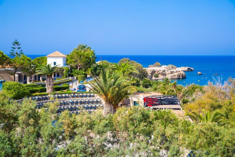 Hersonissos, Крит, гостиница Aldemar Knossos 5 звезд королевская с планом королевских вилл, surr деревн-стиля стоковые фотографии rf