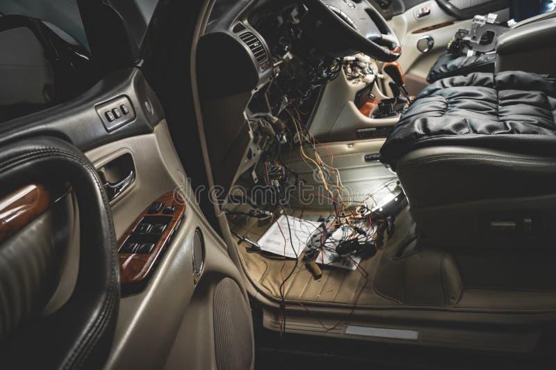 Herstel de bedrading van de auto stock afbeelding
