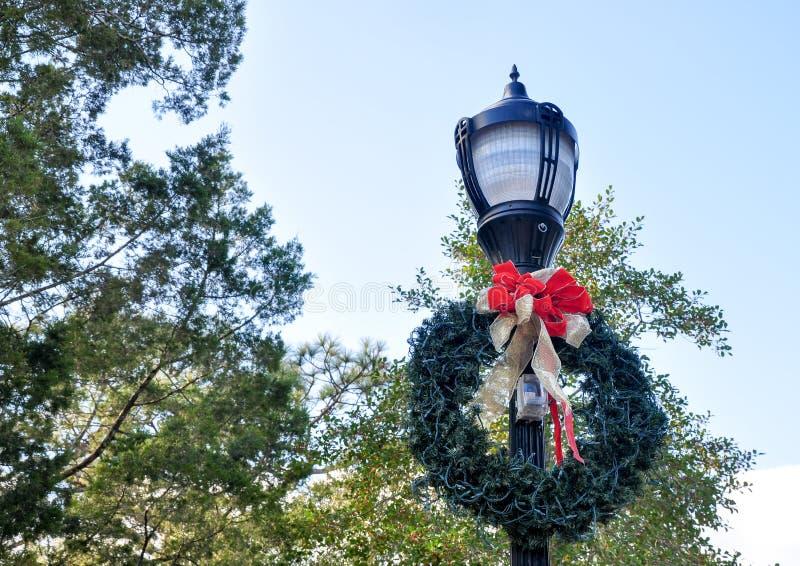 Hersteld die Licht voor Kerstmis wordt verfraaid royalty-vrije stock afbeelding