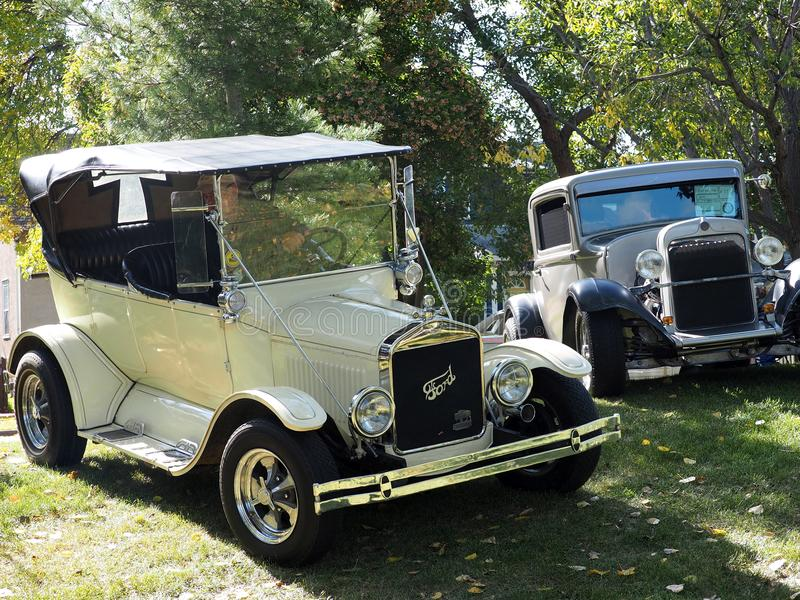 Hersteld Klassiek zeer Vroeg Modelantique cars stock foto's