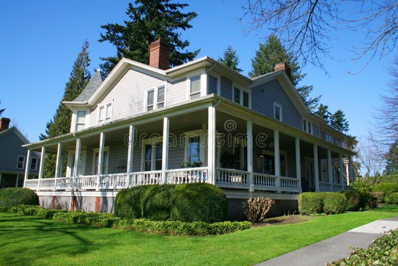 Hersteld oud huis. royalty-vrije stock afbeelding