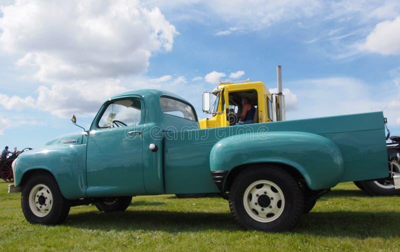 Herstelde Antieke Studebaker Half Ton Truck With een V8 Motor royalty-vrije stock fotografie