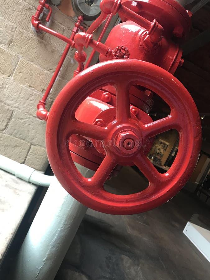 Herstelde rode klep in Victoriaanse fabriek royalty-vrije stock foto's