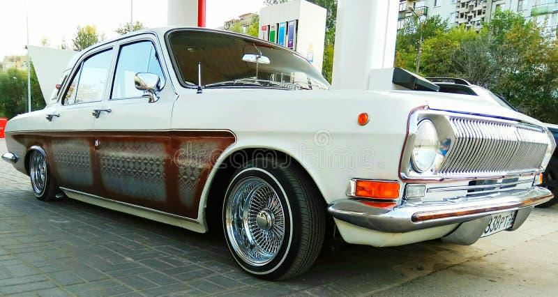 herstelde Russische retro auto Volga stock afbeelding
