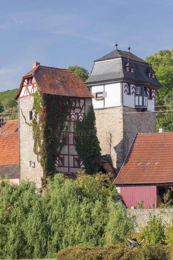 Herstelde watchtowers die over de stad kijken royalty-vrije stock afbeelding