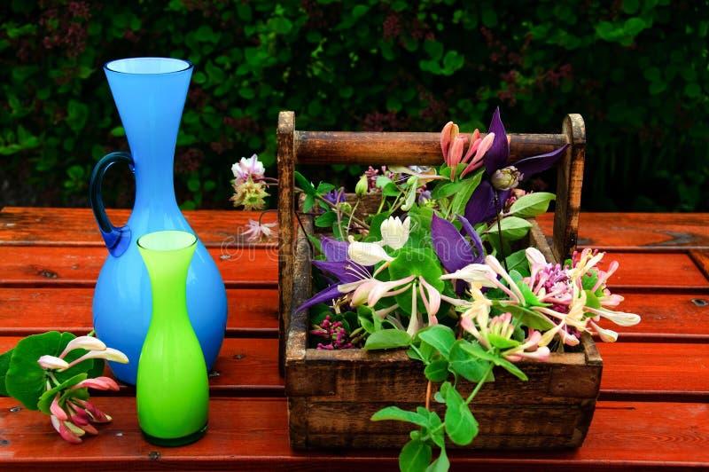 Herstellung der Blumenblumensträuße stockbild