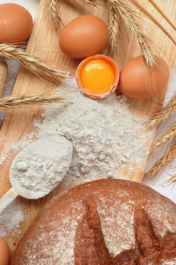 Herstellung des Brotes lizenzfreie stockbilder