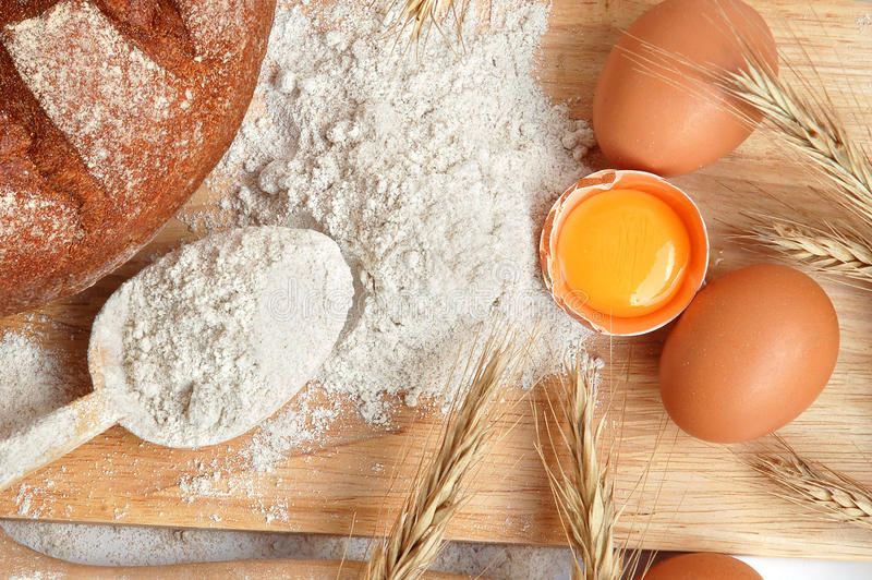 Herstellung des Brotes lizenzfreie stockfotografie