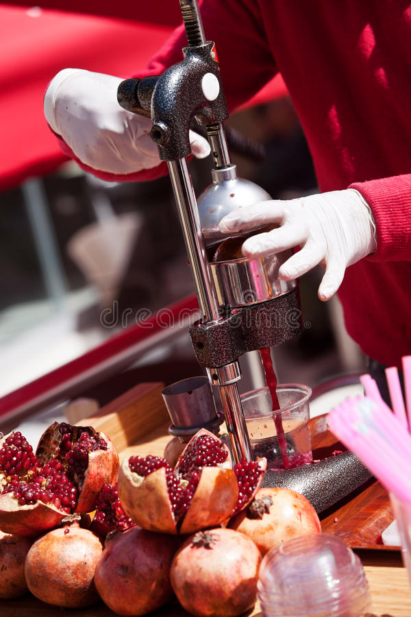 Herstellung des Granatapfel-Safts in der Türkei lizenzfreies stockbild