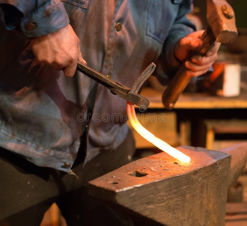 Herstellung des Hufeisens stockfotos