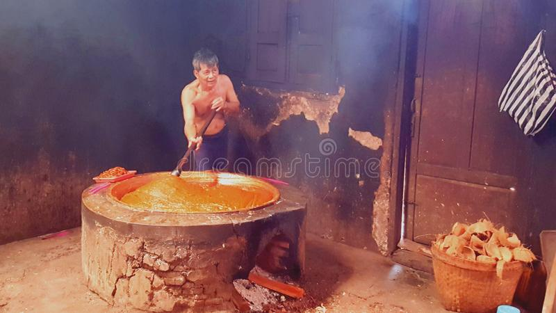 Herstellung des traditionellen Nahrung-jenang in Indonesien lizenzfreie stockfotos