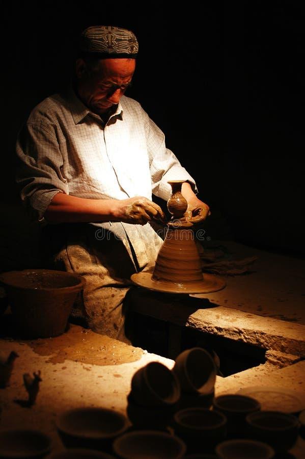 Herstellung eines Lehmvase lizenzfreie stockfotografie