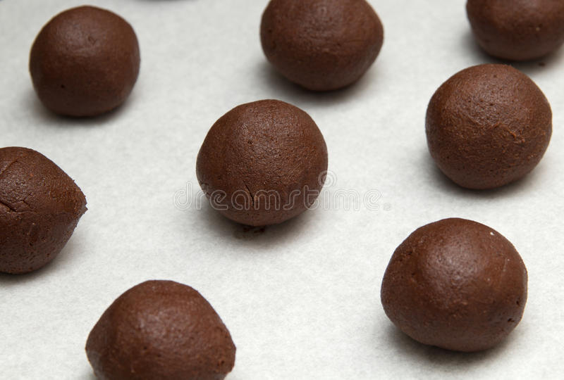 Herstellung von Schokoladenplätzchen stockfotos
