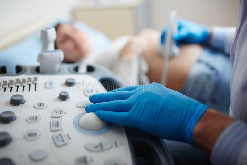 Herstellung von Ultraschallüberprüfung stockbilder