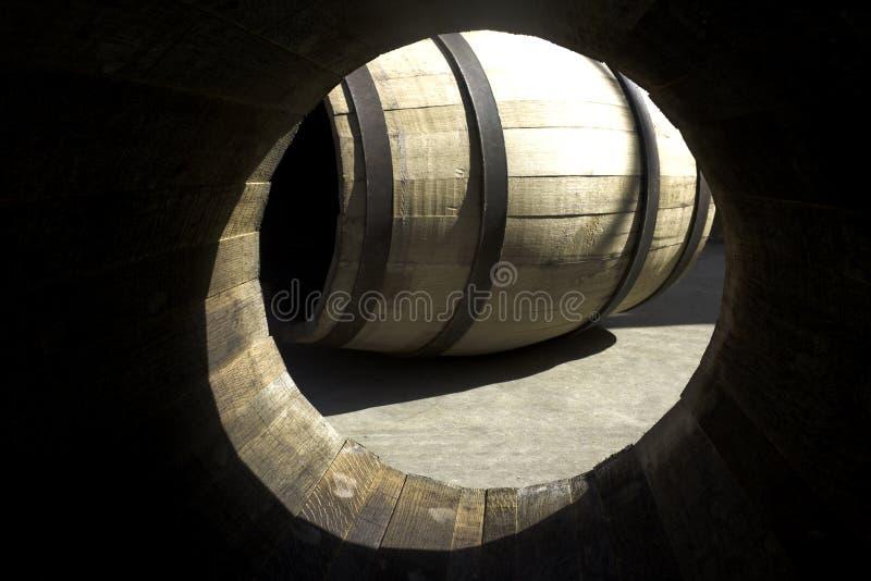 Herstellungsverfahren der Fässer für Wein lizenzfreies stockfoto