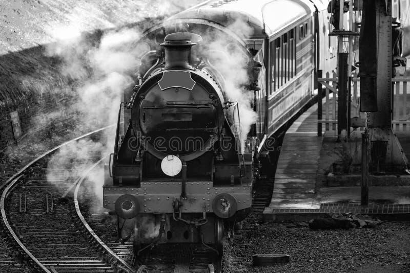 Hertifage rocznika starej kontrpary kolejowy silnik w staci z pełnym obraz stock