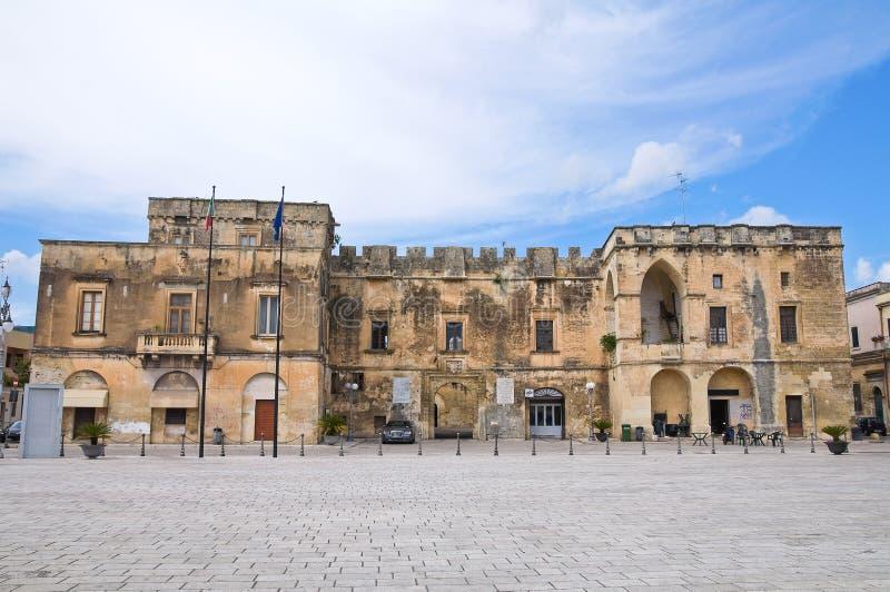 Hertiglig slott av Castromediano-Limburg. Cavallino. Puglia. Italien. arkivbild