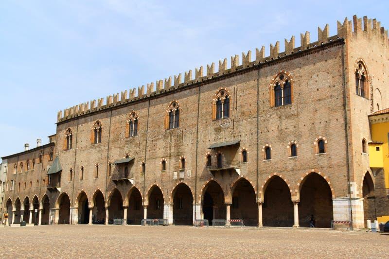 Hertiglig slott i Mantua, Italien arkivfoto