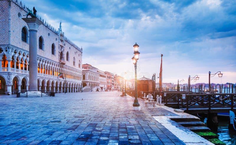 Hertiglig slott på piazza San Marco Venice royaltyfria bilder