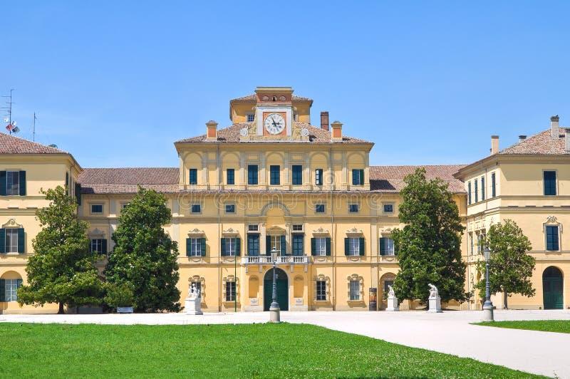 Hertigliga trädgårds slott. Parma. Emilia-Romagna. Italien. royaltyfria bilder