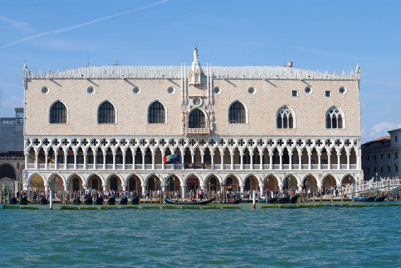 Hertogelijk Paleisclose-up op een zonnige middag Venetië, Italië stock fotografie