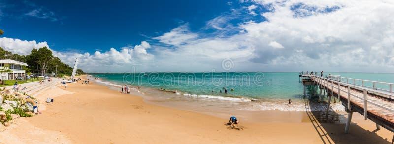 HERVEY zatoka, AUS - KWIECIEŃ 1 2018: Ludzie cieszy się ładnego letniego dzień fotografia royalty free