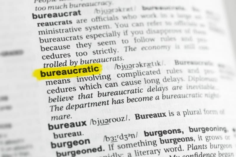 Hervorgehobenes englisches Wort bürokratisch und seine Definition am Wörterbuch lizenzfreie stockfotografie