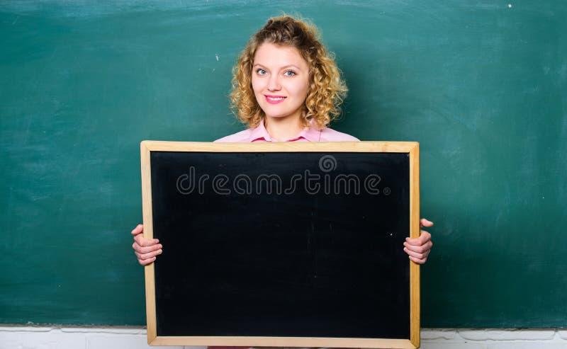 Hervorragende Ausbildung Informationen verschalen Gro?e rote W?rfel mit Fragen Platz, zum von Aufgabe zu schreiben glücklicher St stockbilder