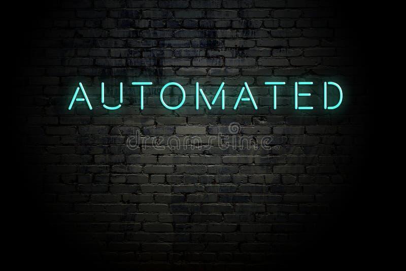Hervorragende Ziegelwand mit Neonaufschrift automatisiert lizenzfreies stockfoto