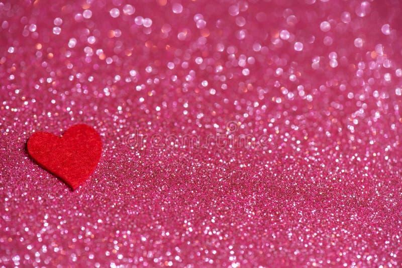 Herz über rosa abstrakten Hintergrund mit Bokeh stockfoto