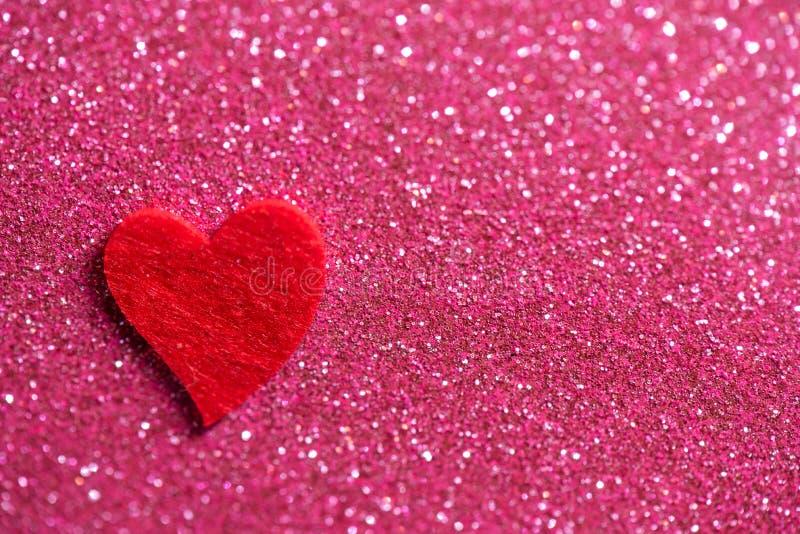 Herz über rosa abstrakten Hintergrund mit Bokeh lizenzfreies stockbild