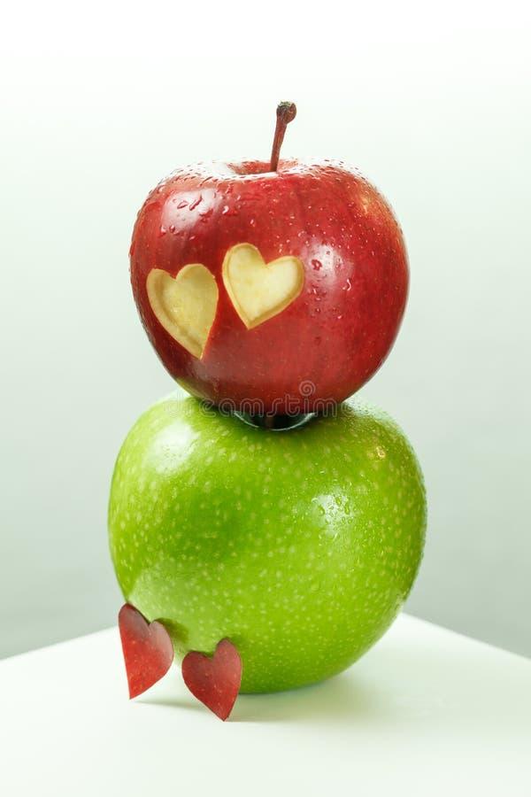 Herz in Apple lizenzfreie stockbilder